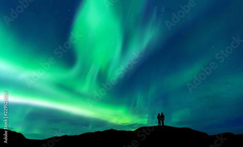 In de dag Groene koraal Aurora borealis with silhouette love romantic couple on the mountain.Honeymoon travel concept