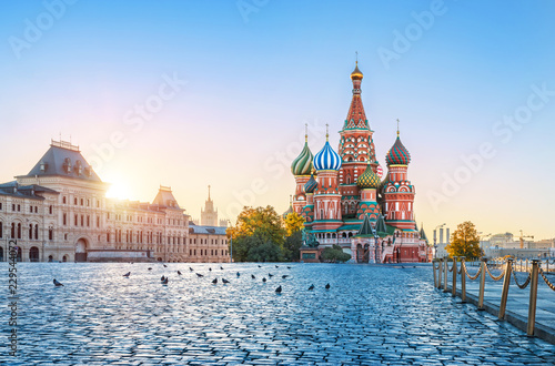 Раннее солнечное утро на Красной Площади Early sunny morning in the Red Square Canvas Print