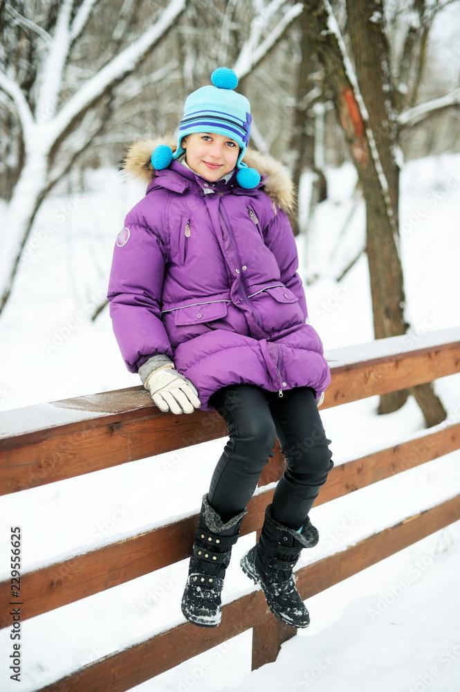 Fototapeta Adorable kid girl in winter - obraz na płótnie