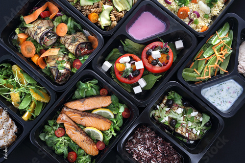 Poster Klaar gerecht Lunch boxy, smakowite i zdrowe potrawy obiadowe