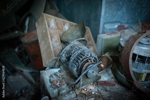 Fotografie, Obraz  alte werkstatt generator lichtmaschiene alt lost place
