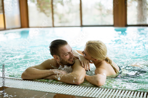 Leinwand Poster Loving couple relaxing in hot tub