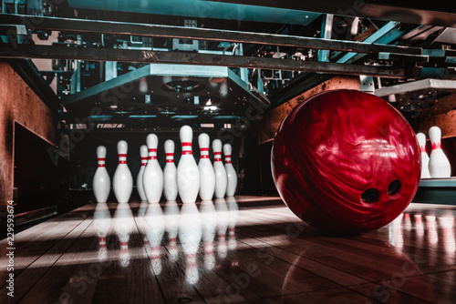 Fototapeta bowling ball and pins obraz