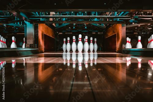 Fotografia bowling alley. pins.