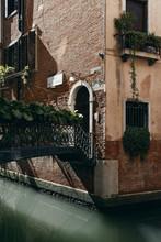 Sonnenschein In Den Kleinen Kanälen Von Venedig
