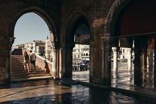 Sonnenschein Auf Dem Campo Della Pescaria In Venedig