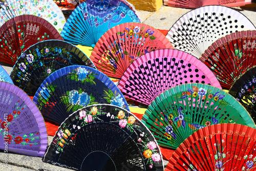 Foto  Fans on sale as souvenirs in Seville, Spain