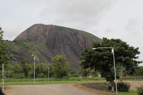 Fotografie, Obraz Zuma Rock, a large monolith, an igneous intrusion composed of gabbro and granodiorite, located in Niger State, Nigeria, near the capital Abuja