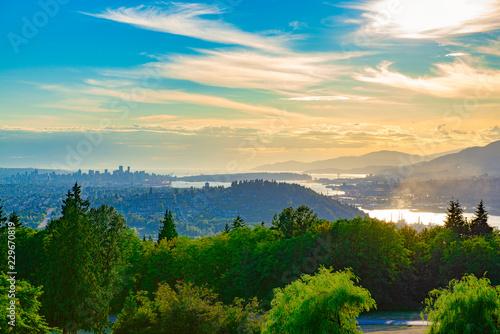 Foto auf Gartenposter Gebirge Burnaby Mountain at sunset overlooking Vancouver Harbour in BC, Canada