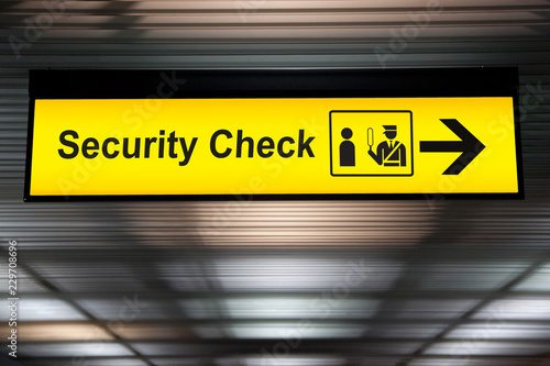 Obraz security check sign hanging from airport terminal ceiling - fototapety do salonu