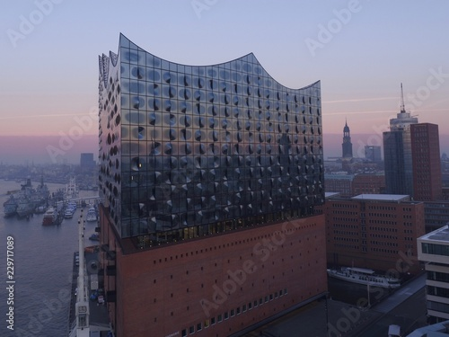 Deurstickers Theater Elbphilharmonie Hamburg kurz vor Sonnenaufgang (Areals)