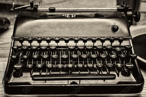 Foto op Plexiglas Retro Letters of an old typewriter