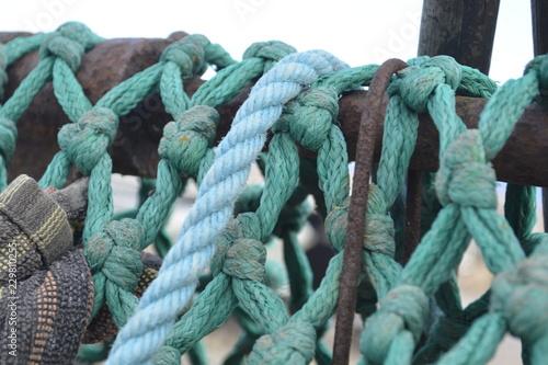 verknotete Seile und Taue