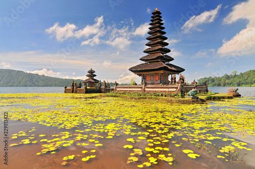 Foto op Canvas Bali Ulun Danu temple Beratan Lake in Bali Indonesia.