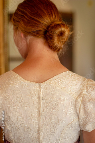 Photographie Regency woman in cream embroidered gown