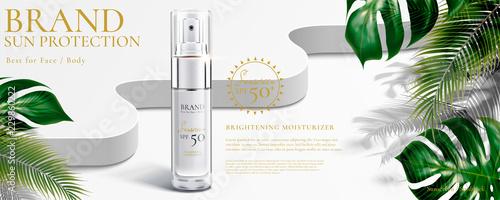 Obraz Sunscreen spray ad - fototapety do salonu