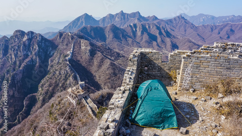 Photo sur Toile Muraille de Chine Camping tent on the Great Wall of China