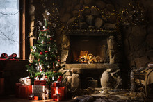 Christmas Decorated Fireplace ...