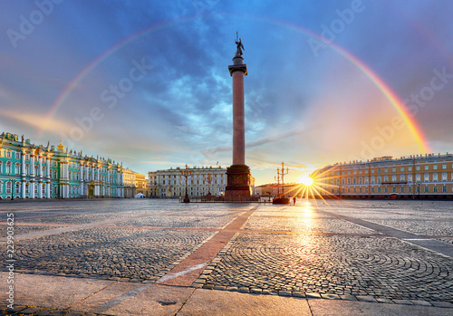 Spoed Foto op Canvas Historisch geb. Saint Petersburg with rainbow over winter palace square, Russia