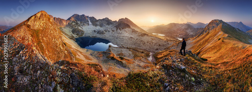 Staande foto Cappuccino Beautiful dramatic sunset in the mountains. Landscape with sun, Slovakia Tatras panorama