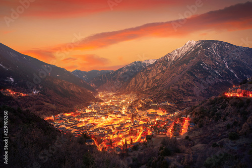 Photo Andorra la Vella skyline at sunset Pyrenees