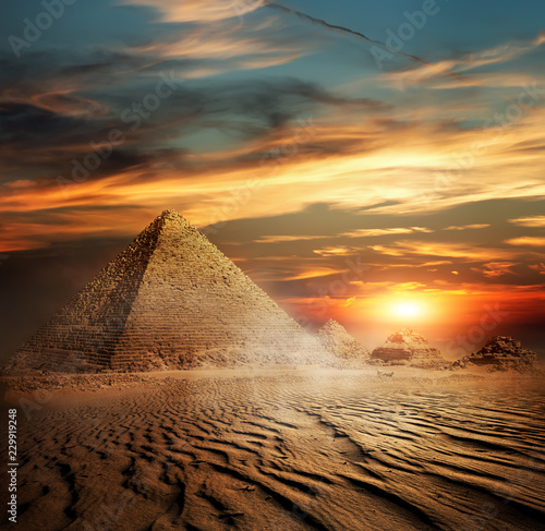 Tuinposter Egypte Pyramids in the desert