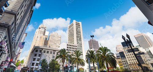 Tuinposter Amerikaanse Plekken Union square in San Franciscisco under a blue sky