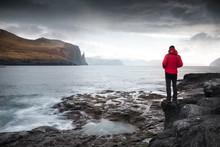Observer Nature Océan Falaise Faroe Islands Homme Présence