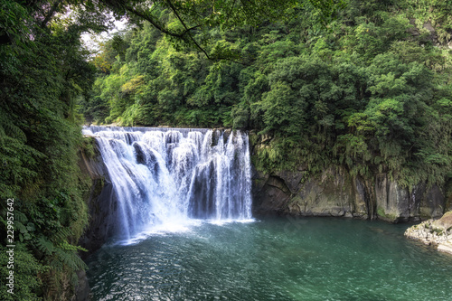 Staande foto Watervallen shifen waterfall in taiwan