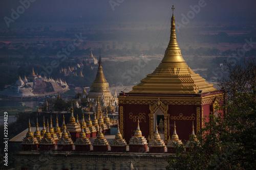 Foto  myanmar, burma, sagaying, mandalay, traditional temple, religious building