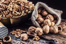 Walnut Kernels Whole Walnuts I...