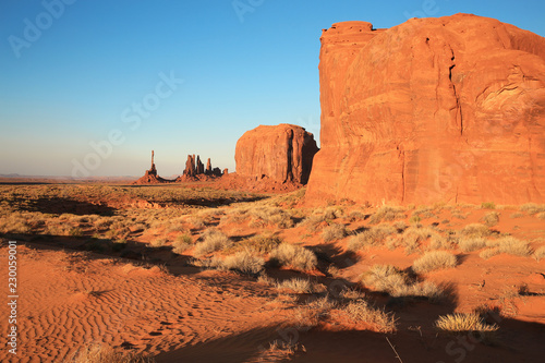 Stickers pour porte Orange eclat Monument Valley in Utah and Arizona, Navajo Nation, USA