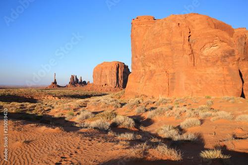 Stickers pour porte Orange eclat Monument Valley Tribal Park in Utah and Arizona, USA