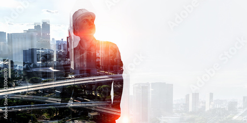 Fotografía  Builder man against cityscape