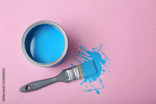 Fotografia  Flat lay composition with paint can and dipped brush on color background