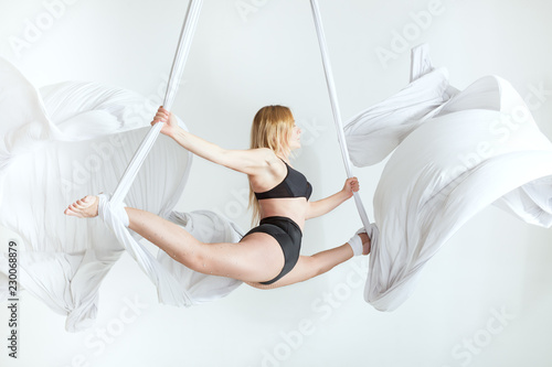 Foto op Plexiglas Gymnastiek Woman athlete does tricks on canvases.