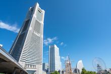 横浜ランドマークタワーとみなとみらいの風景