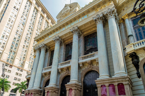 Deurstickers Theater Facade of the Municipal Theater of Rio de Janeiro (Brazil) seen from below