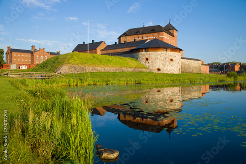 In de dag Noord Europa Solar July morning at the fortress of the Hameenlinna city. Finland