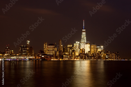 In de dag New York City Lower Manhattan Skyline at Night