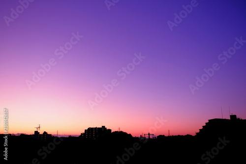 Fotobehang Snoeien 秋の朝焼けと街並み