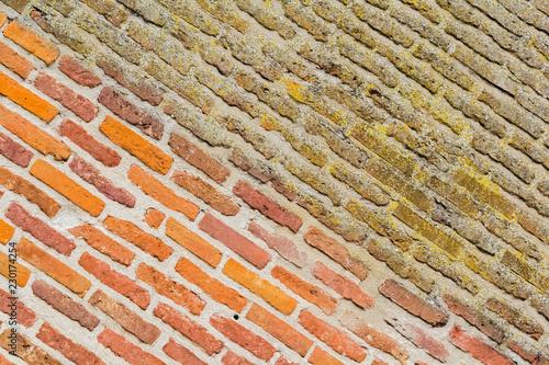 mur de briques, cathédrale d'Albi, avant et après décapage Fototapet
