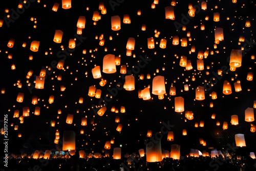Fotografie, Obraz  Thai peoples release sky lanterns to worship buddha's relics Chiang Mai sky lanterns festival or Yee Peng Lanna festival