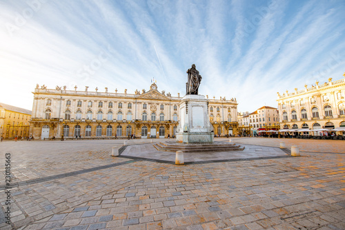 Fotografía  Morning view on the huge Stanislas square with monument in the old town of Nancy