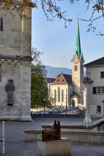 Photo Blick auf Kirche Fraumünster in Zürich vom Grossmünsterplatz aus, Münsterbrücke;