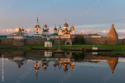 Carta da parati View on Solovetsky Monastery from the Bay of well-being, Russia