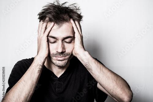 Fotografia  malade mal santé tête migraine maux de tête fatique fatigué usé dépression dépri