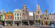 canvas print picture - Zijdeworm  Kroon und Leeuwenburg in Alkmaar. Bürgerhäuser aus dem 17. bis 18. Jhd. in der Altstadt