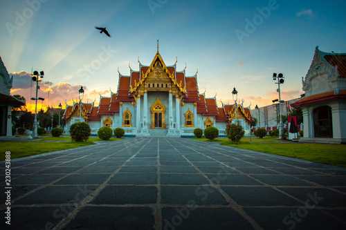 Photo  wat benchamabophit ,marble temple one of most popular traveling destination in b