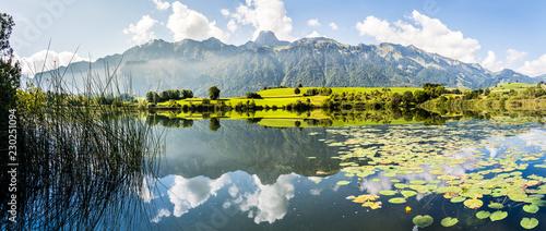 Staande foto Alpen Stockhornkette und Amsoldingersee, Gürbetal, Kanton Bern, Panorama Berner Alpen, Schweiz